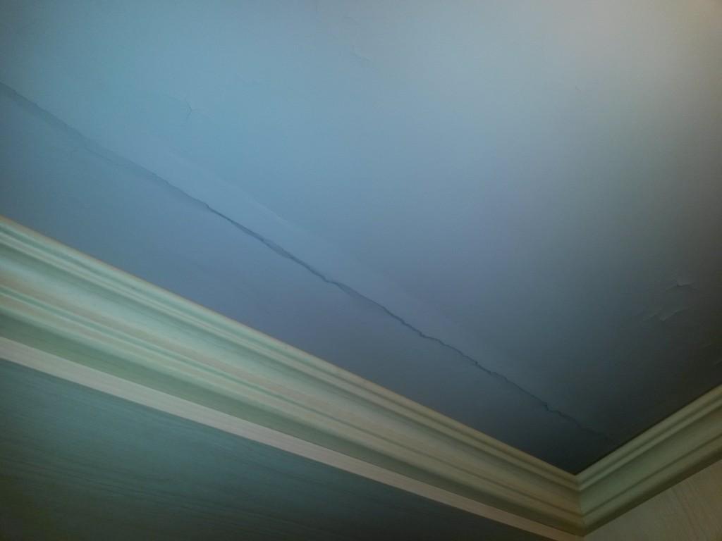Как отремонтировать потолок в квартире